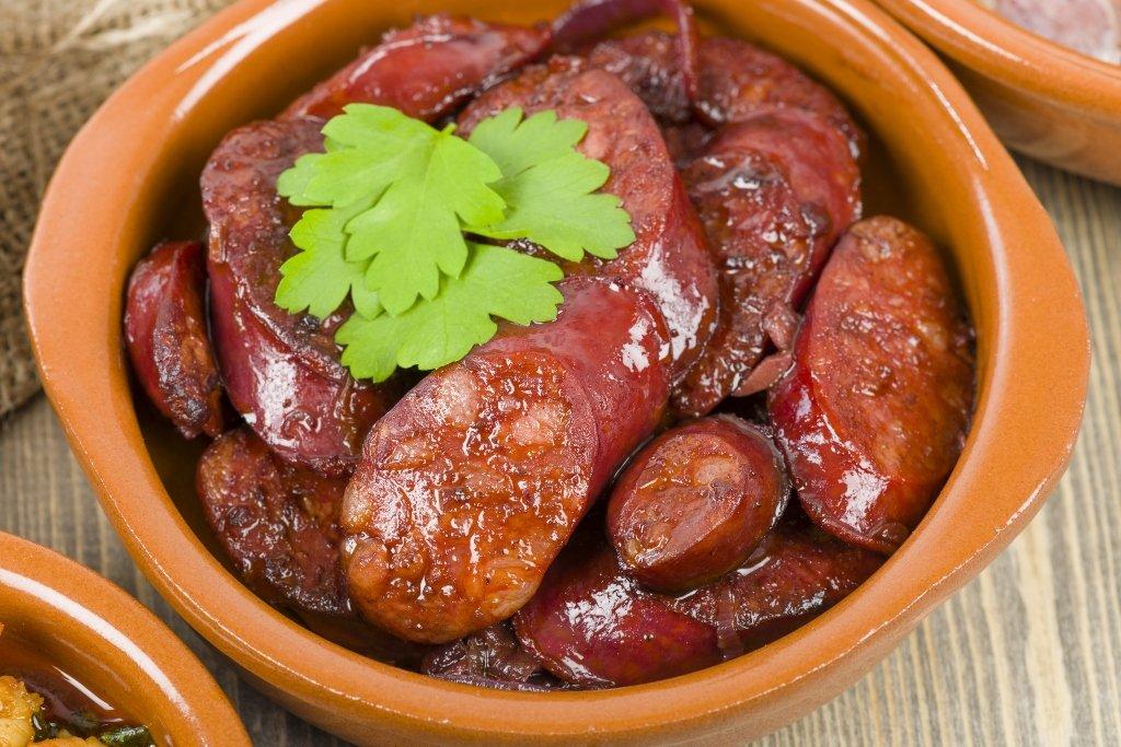 Chorizo al vino rosso